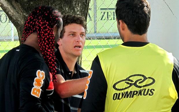 Elano Vagner love flamengo treino (Foto: Janir Júnior / Globoesporte.com)