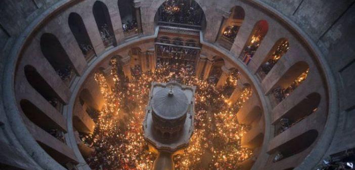 Γιατί μόνο ο ορθόδοξος πατριάρχης βγάζει το Άγιο Φως από τον Πανάγιο Τάφο;