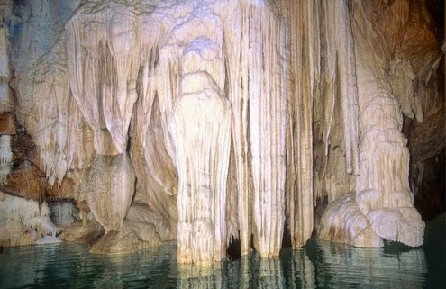 το-μυθικό-σπήλαιο-των-λιμνών-2
