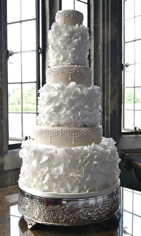 25  best ideas about Luxury Wedding Cake on Pinterest