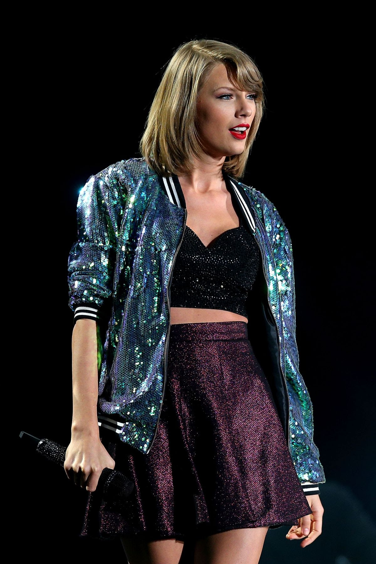 TAYLOR SWIFT Performs at The 1989 World Tour in Melbourne 12/10/2015