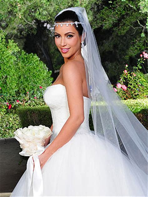 Vera Wang To Sell Replicas of Kardashian Wedding Dresses