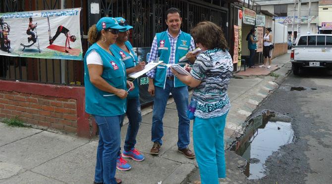 Jornada de prevención del dengue y chikunguña en la Comuna 2