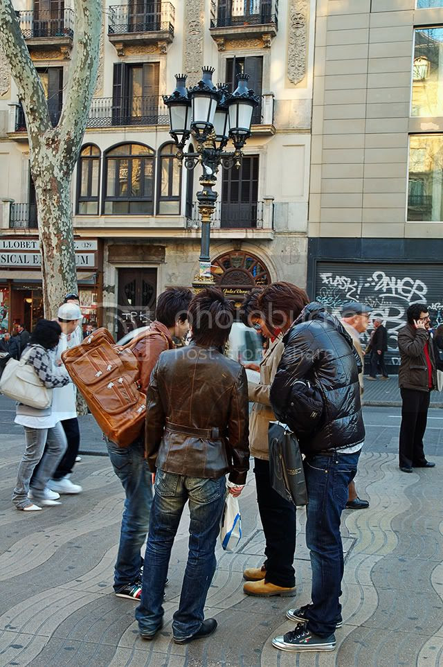 Japanese Tourists in Canaletas, Las Ramblas, Barcelona: Wrong Directions? [enlarge]