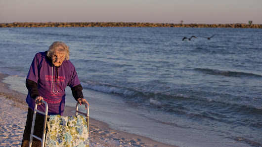 100-year-old woman sees ocean for first time - BBC Newsbeat