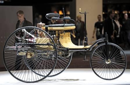 Benz Patent Motorwagen, o primeiro automóvel,  inventado pelo alemão Karl Benz