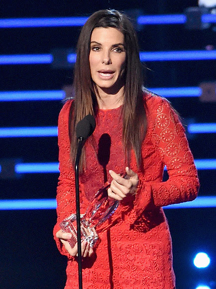 VIDEO: Sandra Bullock Delivers Heartfelt Acceptance Speech at the People's Choice Awards Inspired by Son Louis