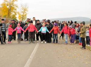 Kids in Pungesti,. 16th October 2013, blocking the access of the heavy machinery who arrived at the site.