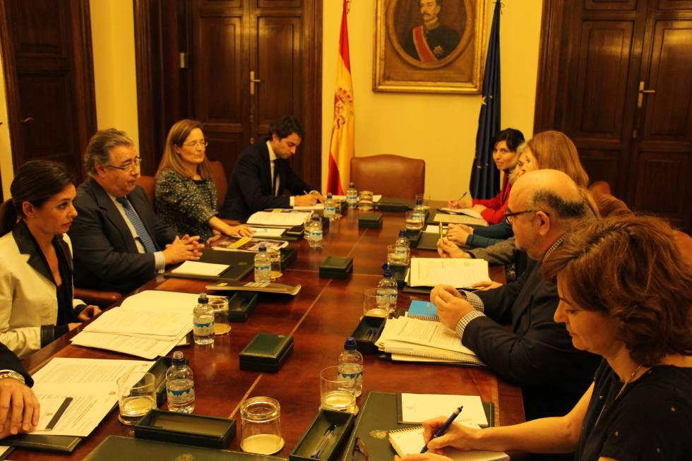 El equipo de Amnistía Internacional durante su reunión con el ministro de Interior.