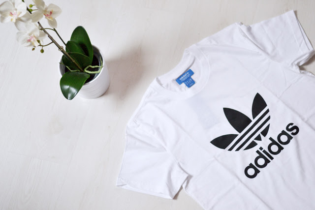 blog post by belgian fashion blogger turn it inside out from belgium belgie, new in shopping zalando belgium adidas logo t-shirt tshirt tee white. minimalism blogger trend AW14 fall winter 2014