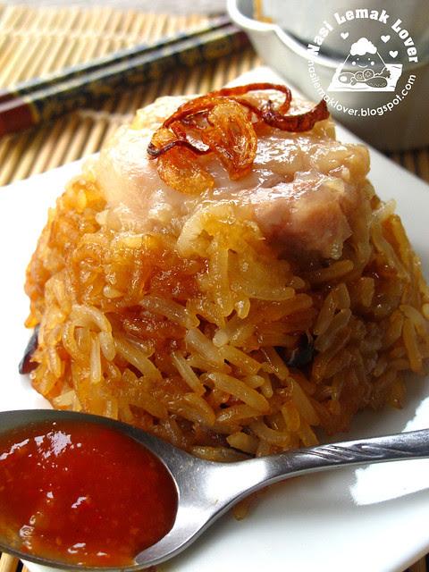 Ha Mai Lo Mai Kai (steamed savoury glutinous rice)