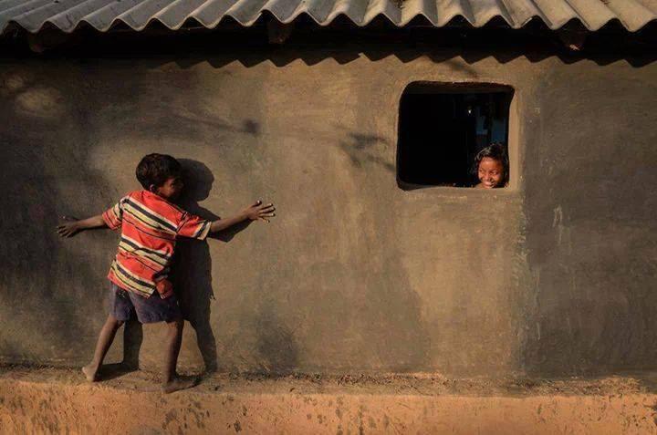 niños jugando en arabia