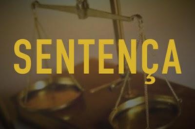Arte retangular com foto colorida de uma balança, a palavra Sentença escrita em amarelo