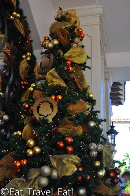 St Regis Monarch Beach- Dana Point, CA: Christmas Tree at Entry