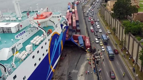 O Navio Kydon colidiu no cais no porto de Sansouci em Santo Domingo, República Dominicana. (Foto reprodução)