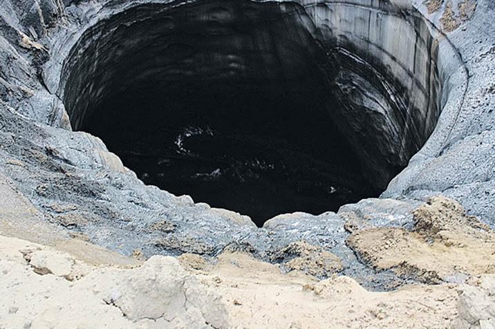 buraco 1 Cientistas estão intrigados com dois novos buracos gigantes que surgiram na Sibéria