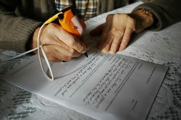 这款ARC特制笔能让帕金森患者写一手漂亮字