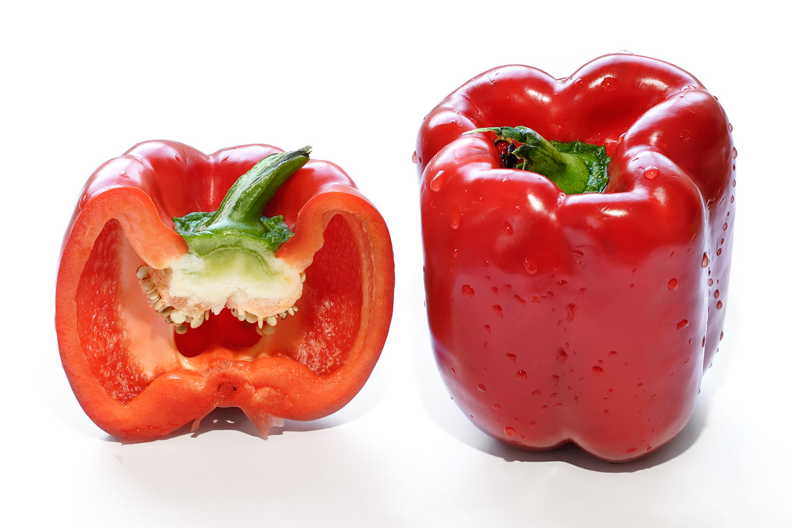 http://upload.wikimedia.org/wikipedia/commons/d/da/Red_capsicum_and_cross_section.jpg
