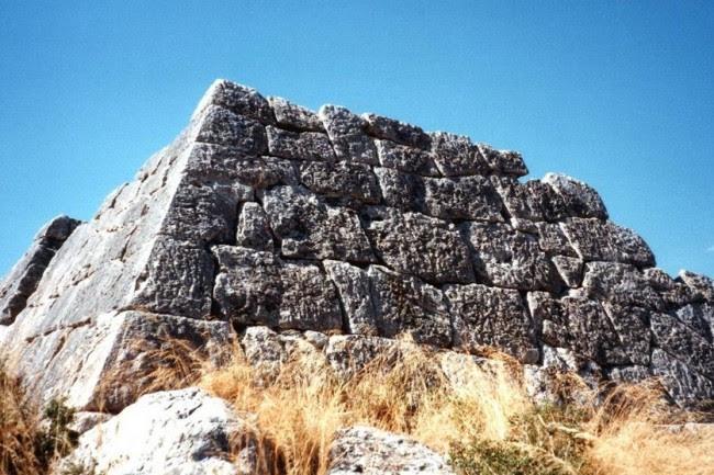 Οι μοναδικές πυραμίδες της Πελοποννήσου