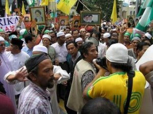 Gambar Imam Syiah diangkat dalam banyak perarakan PAS