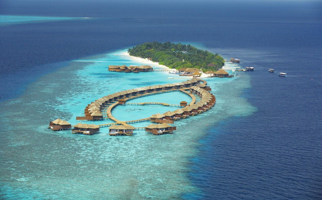 http://www.home-designing.com/wp-content/uploads/2011/12/maldives-resort-birdseye.jpg