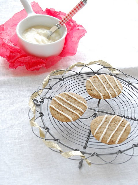 Lemon laced gingernaps / Biscoitos de gengibre com cobertura de limão siciliano
