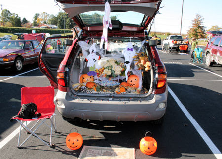the lives of the jacksons halloween story hourcbes trunk or treat each class had to decorate up - Car Decorations For Halloween