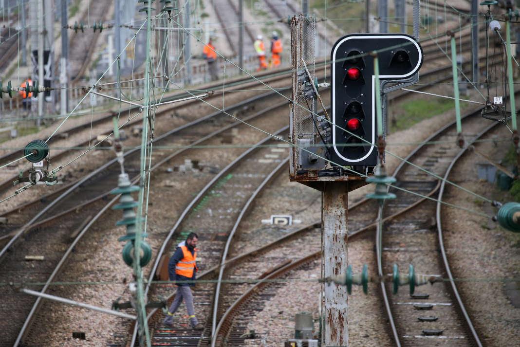 La dette de la SNCF avoisine 50 milliards d'euros.