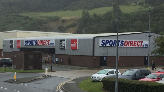 Sports Direct 'English-only' note in Bangor store probed - BBC News