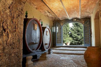 How many wineries can I visit on a Tuscan wine tour?