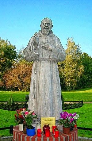 Padre Pio Statue in Dillingen, errichtet 2006