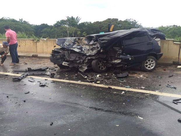 Dois carros colidiram frontalmente durante uma tentativa de ultrapassagem indevida, diz PRF (Foto: Sulbahianews)