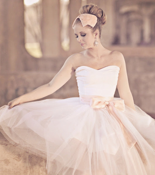 wedding-pictures.onewed.com/match/images/90591/unique-wedding-dresses-non-white-bridal-gown-ballerina-pink.full.jpg?1379205612
