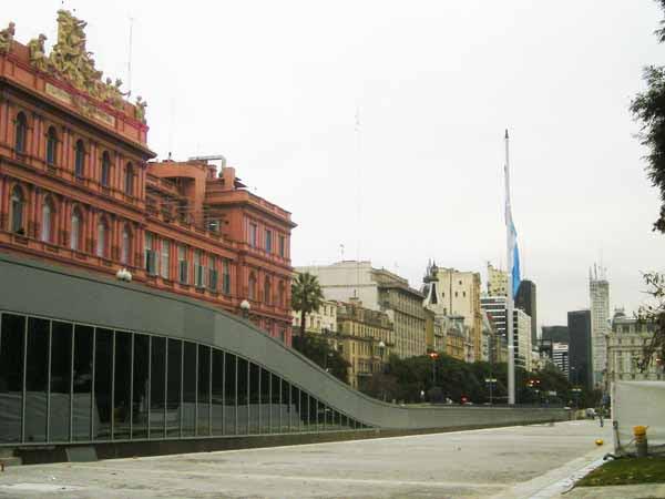 http://inhabitat.com/wp-content/blogs.dir/1/files/2011/06/Buenos-Aires-Restored-Museo-Del-Bicentenario-2.jpg