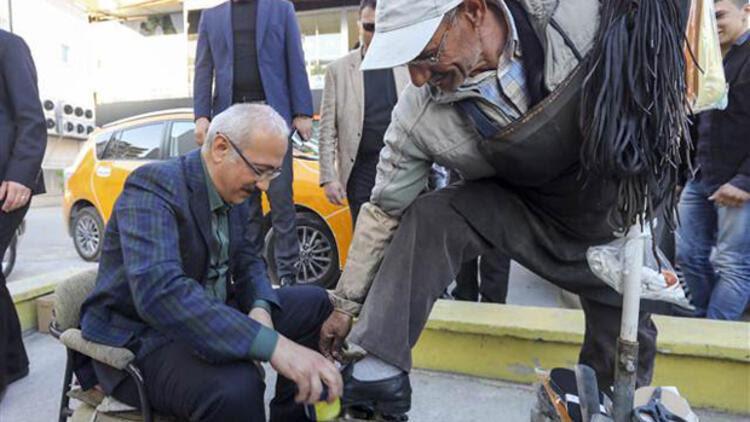 Bakan Elvan Boya Sandığında Ayakkabı Fırçaladı Son Dakika Haberler