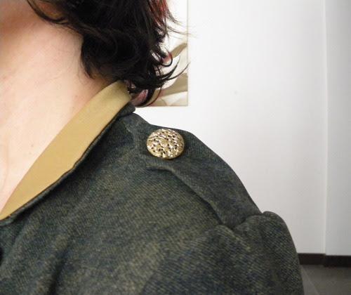 trençkot elbise dantel düğme detay