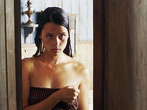 A atriz francesa Astrid Bergès-Frisbey, que estará em novo  filme 'Piratas do Caribe'.
