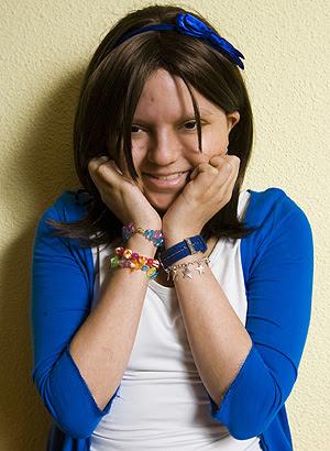 Marta posa sonriente en su casa (Foto: Roberto Cárdenas)