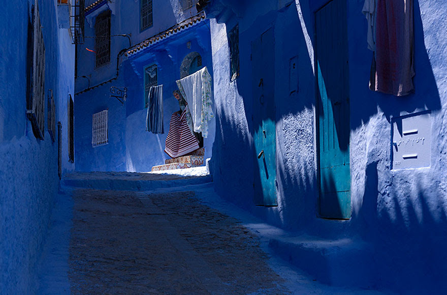blue-streets-of-chefchaouen-morocco-9