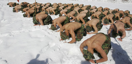 snow1 South Korean Soldiers Strip to Train in Snow and Ice picture