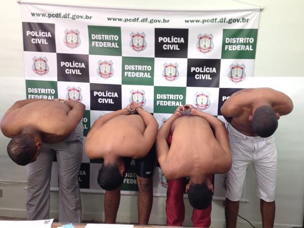 Soldados do Exército foram presos pela Polícia Civil acusados de assaltarem postos de gasolina no DF (Foto: Natalia Godoy/G1)