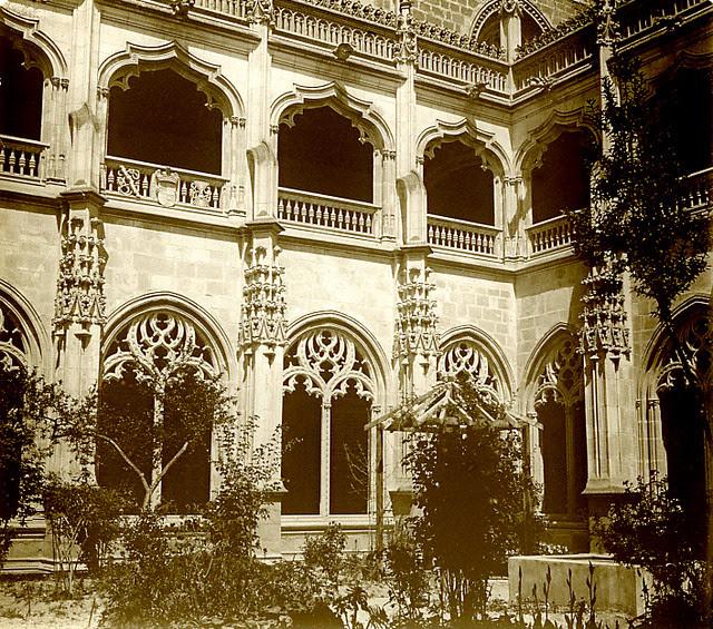Claustro del Monasterio de San Juan de los Reyes en 1913. Fotografía de Luis Calandre Ibáñez