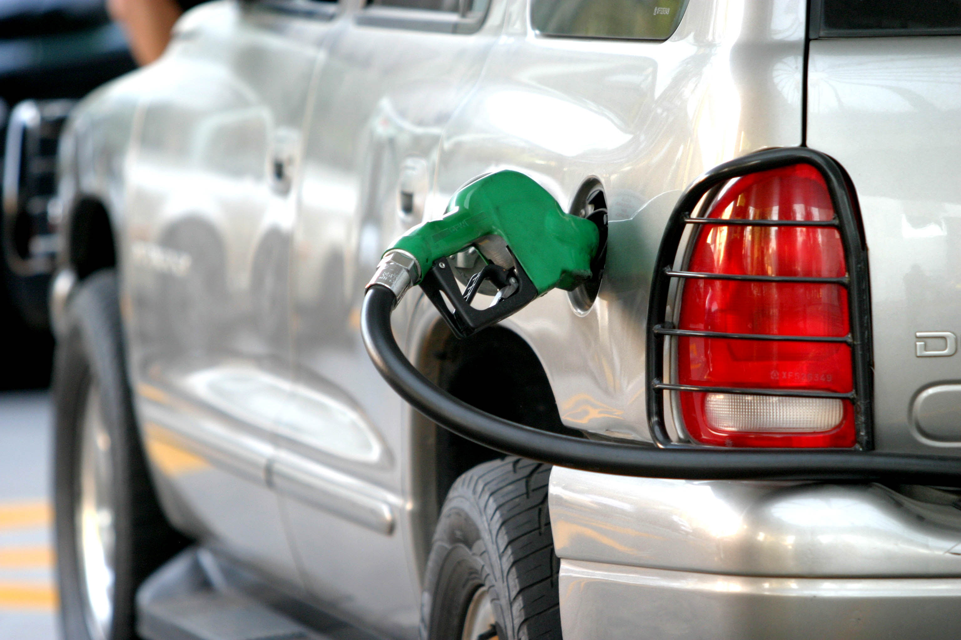 El Gobierno rebajó los precios de los combustibles para semana del 17 al 23