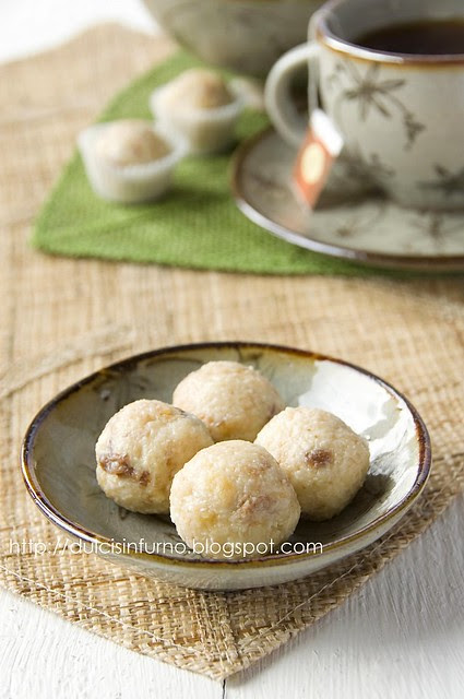 Tartufi di Panettone e Cioccolato Bianco-White Chocolate and Panettone Truffles