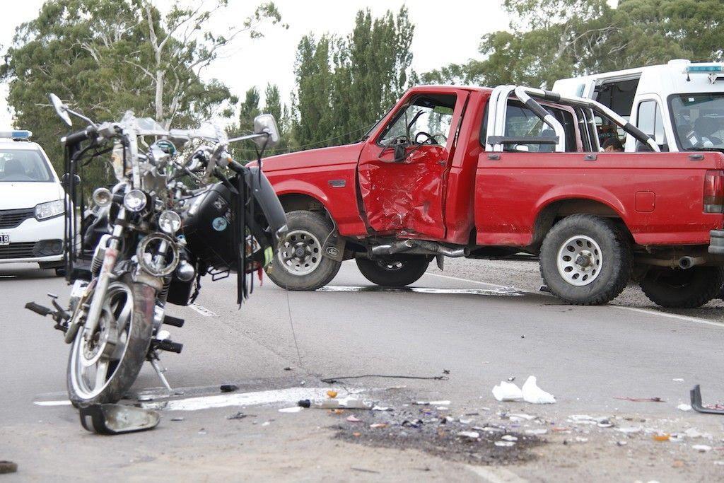 General Pico | Grave accidente en la Ruta 1: intentó retomar en la ruta y fue embestido por una moto