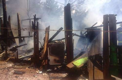 Laranjeiras - Incêndio destrói residência no Bairro Água Verde