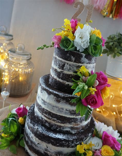 how to insert fresh flowers in a cake