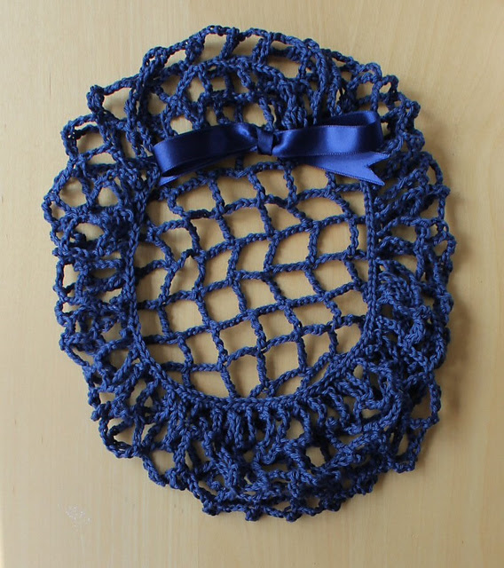 http://www.ravelry.com/projects/misshendrie/perky-snood-2
