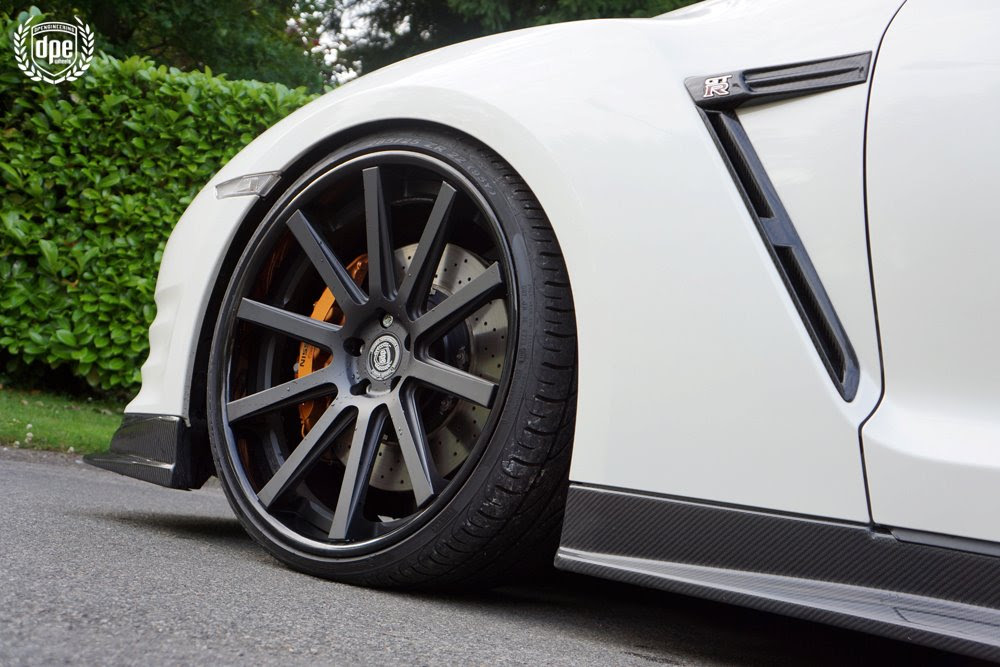 Nissan Gtr Fitted With 22 Inch Dpe Csr10 Front Left Wheel