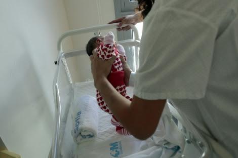 Un recién nacido en el Hospital Infanta Sofía de Madrid. | Antonio Heredia